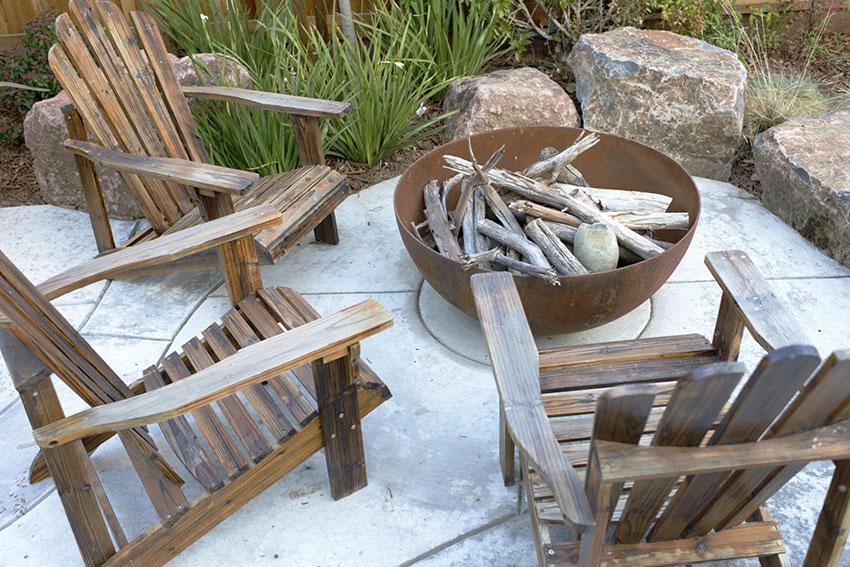 https://cf.ltkcdn.net/garden/images/slide/178694-850x567-big-bowl-firepit.jpg