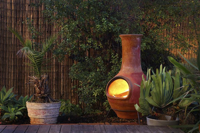 https://cf.ltkcdn.net/garden/images/slide/178695-850x565-chimenea.jpg