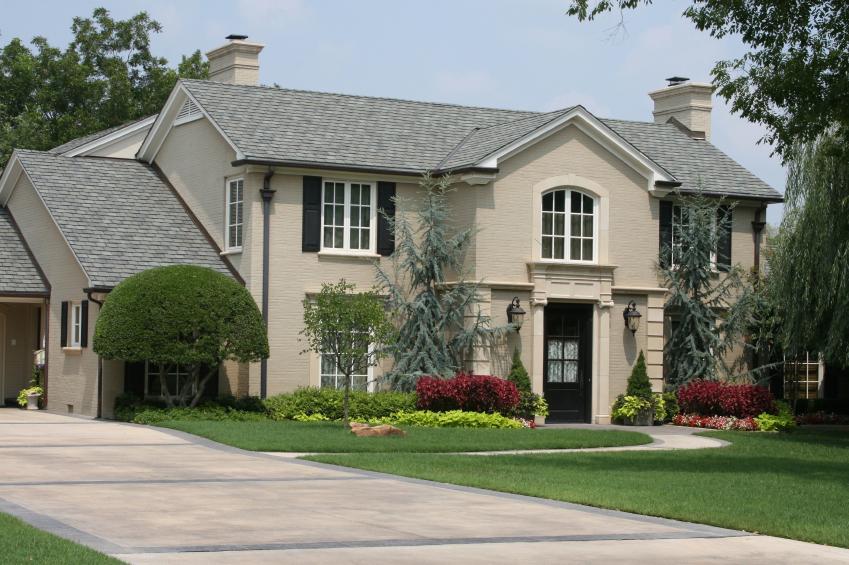 https://cf.ltkcdn.net/garden/images/slide/178880-849x565-house-with-blue-spruces.jpg