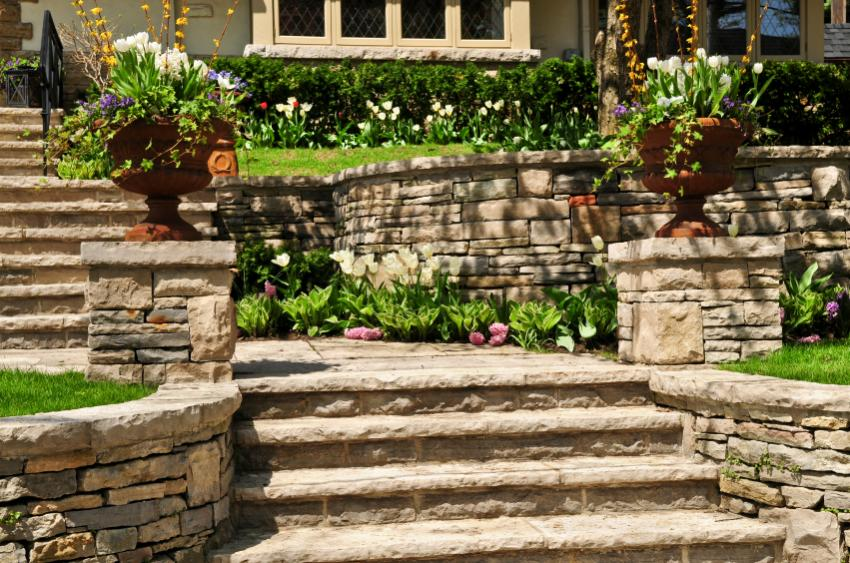 https://cf.ltkcdn.net/garden/images/slide/178883-850x563-stones-terraces.jpg