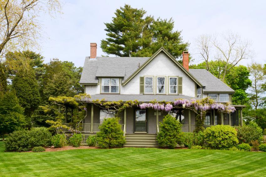 https://cf.ltkcdn.net/garden/images/slide/178887-849x565-wisteria-covered-porch.jpg