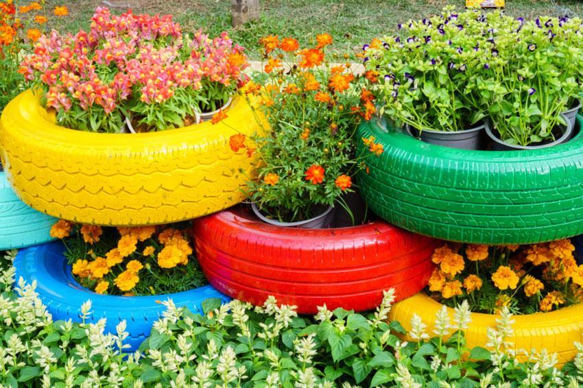 https://cf.ltkcdn.net/garden/images/slide/194302-850x566-painted-tire-planters.jpg
