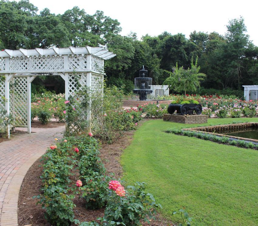 https://cf.ltkcdn.net/garden/images/slide/258176-850x744-15-bellingrath-gardens-alabama.jpg
