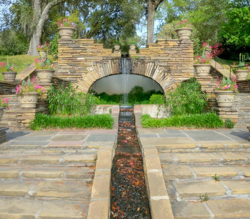 https://cf.ltkcdn.net/garden/images/slide/258179-850x744-5-bellingrath-gardens-alabama.jpg