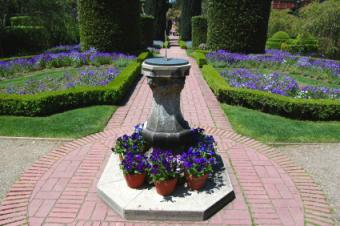 https://cf.ltkcdn.net/garden/images/slide/112021-425x282-Introformalbox.jpg