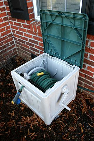 Enclosed garden hose reel