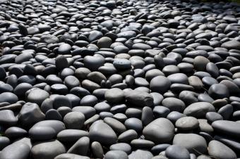 https://cf.ltkcdn.net/garden/images/slide/175378-849x565-rock-river-stone.jpg