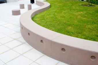 https://cf.ltkcdn.net/garden/images/slide/177238-849x565-modern-landscape-curvilinear.jpg