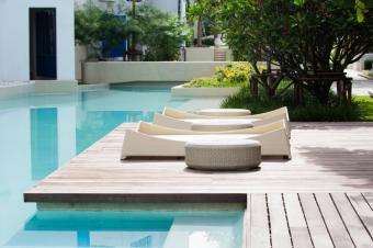 https://cf.ltkcdn.net/garden/images/slide/177244-849x565-modern-landscape-pool-furniture.jpg