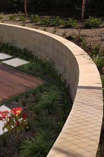 freestanding concrete wall
