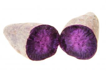 https://cf.ltkcdn.net/garden/images/slide/185032-850x567-purple-potatoes.jpg
