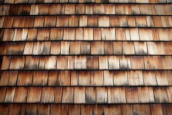 Roof covered with larch wood shingles