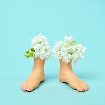 https://cf.ltkcdn.net/garden/images/slide/248524-850x850-flower-feet.jpg