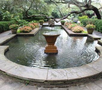 https://cf.ltkcdn.net/garden/images/slide/258174-850x744-13-bellingrath-gardens-alabama.jpg