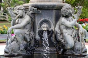 cherub fountain, putti fountain