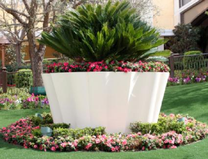 Container garden designs lovetoknow for Large garden design ideas