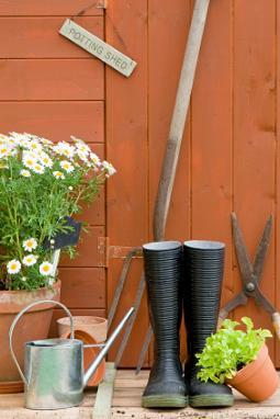 Garden tools and supplies lovetoknow for Gardening tools wikipedia