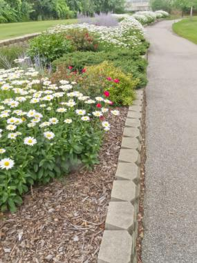 Concrete block edging