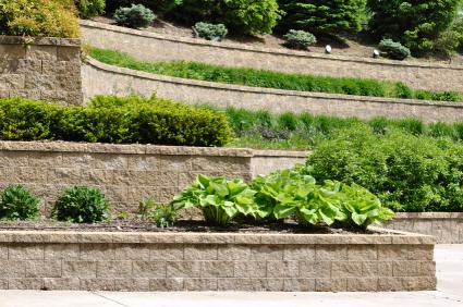 Guide to garden walls lovetoknow for Terraced landscape definition
