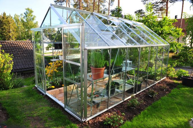 How does a greenhouse work lovetoknow for Garden glass house designs