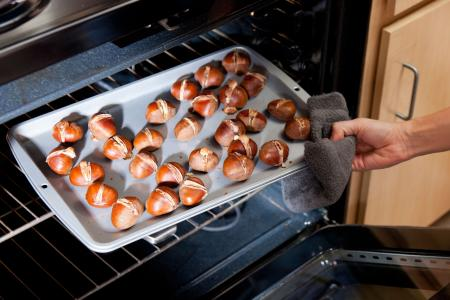 Roasting chestnuts in oven