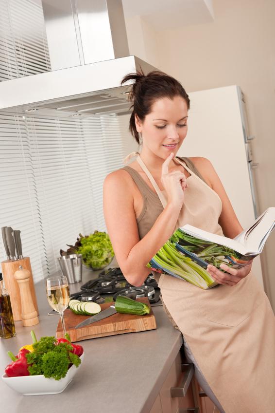 https://cf.ltkcdn.net/gluten/images/slide/75347-566x848-Girl_reading_cookbook.jpg