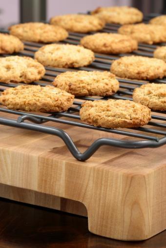https://cf.ltkcdn.net/gluten/images/slide/141283-566x848r1-oatmealcookies7.jpg