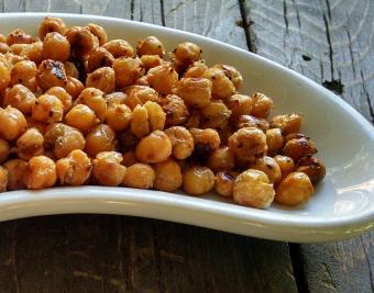 https://cf.ltkcdn.net/gluten/images/slide/181666-850x668-roasted-spicy-chickpeas.jpg