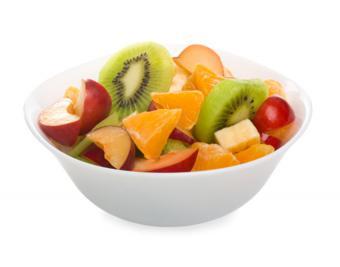 https://cf.ltkcdn.net/gluten/images/slide/181673-850x668-fruit-salad.jpg
