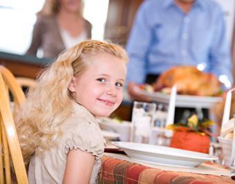 https://cf.ltkcdn.net/gluten/images/slide/181674-850x668-thanksgiving-family.jpg