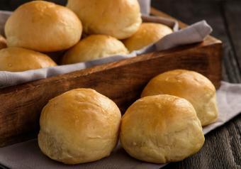 https://cf.ltkcdn.net/gluten/images/slide/258362-850x595-Potato_Roll.jpg