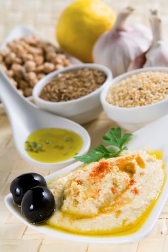 https://cf.ltkcdn.net/gluten/images/slide/75380-566x848-Hummus.jpg