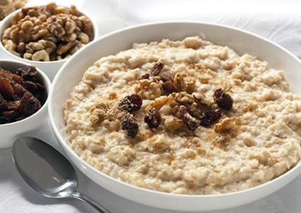 Oatmeal with raisins and nuts