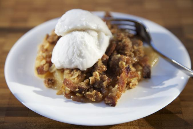 Apple crisp dessert with oats