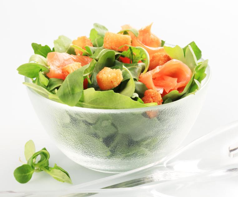 https://cf.ltkcdn.net/gourmet/images/slide/108051-762x630-salmonsalad.jpg