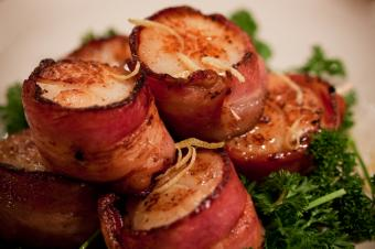 How to Make Scallops Wrapped in Bacon