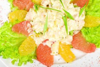 https://cf.ltkcdn.net/gourmet/images/slide/108093-847x567-SeafoodSalad.jpg
