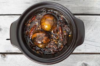 https://cf.ltkcdn.net/gourmet/images/slide/191282-850x563-balut-boiled-developing-duck-embryo.jpg