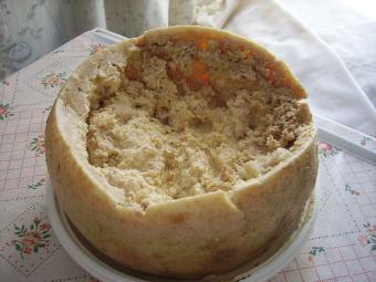 https://cf.ltkcdn.net/gourmet/images/slide/191388-850x638-Casu_Marzu_cheese.jpg