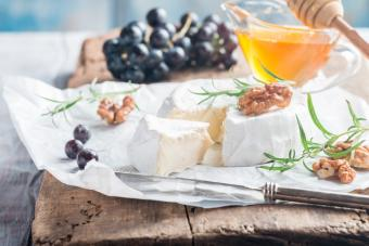 How to Eat Brie Cheese
