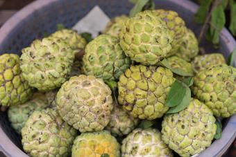 https://cf.ltkcdn.net/gourmet/images/slide/219845-850x567-cherimoya-fruit.jpg