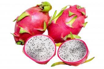 https://cf.ltkcdn.net/gourmet/images/slide/219855-850x566-three-dragonfruits.jpg