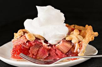 Rhubarb pie with cream