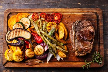 Grilled vegetables with steak