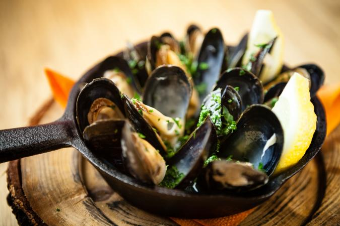 Mussels in sauce with fennel