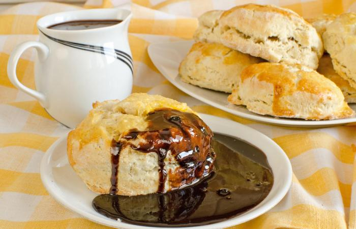 Biscuit with chocolate gravy