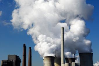 https://cf.ltkcdn.net/greenliving/images/slide/144139-850x563r1-Coal-Burning-Power-Plant.jpg