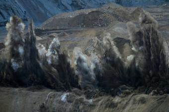 https://cf.ltkcdn.net/greenliving/images/slide/144140-850x563r1-Explosions-from-mining.jpg