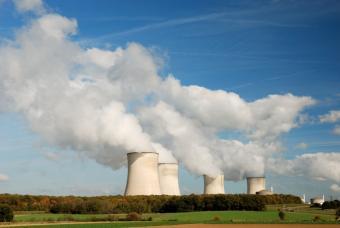 https://cf.ltkcdn.net/greenliving/images/slide/144146-847x567r1-nuclear-power-plant.jpg