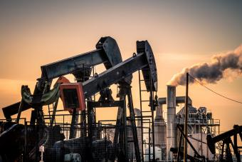 Oil pumpjack and air pollution